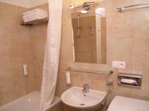 A bathroom at Elegant Apartment Miletičova
