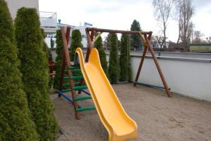 Plac zabaw dla dzieci w obiekcie Villa Nord