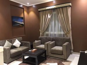 Uma área de estar em Taleen AlSahafa Hotel Apartments