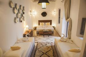 A restaurant or other place to eat at Riad De Vinci & SPA