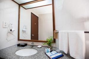 Een badkamer bij Rainbow Paradise Beach Resort