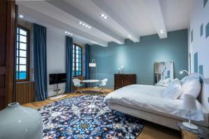 A bed or beds in a room at Chateau Prieure Marquet
