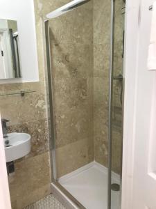 A bathroom at St George Hotel Great Yarmouth