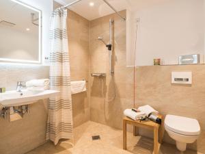 A bathroom at Hotel Landhaus Ammann