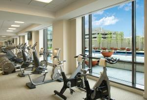 The fitness centre and/or fitness facilities at Four Seasons Hotel Denver