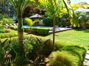 A garden outside Anaya Résidence