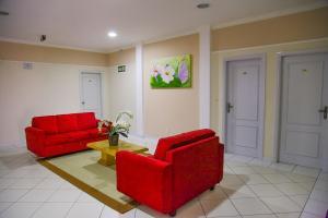 Uma área de estar em Litani Park Hotel