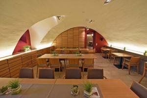 Ein Restaurant oder anderes Speiselokal in der Unterkunft Bildungs- und Tagungshaus Liborianum