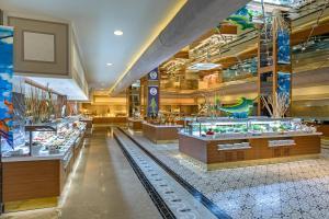 Een restaurant of ander eetgelegenheid bij Royal Holiday Palace