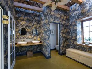 A bathroom at The Old Rectory