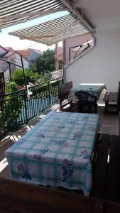 A bed or beds in a room at Apartmani Vodice