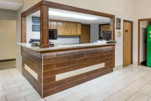 The lobby or reception area at Super 8 by Wyndham West Plains