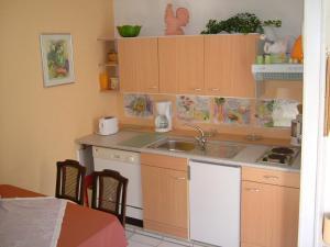 Een keuken of kitchenette bij Querbach