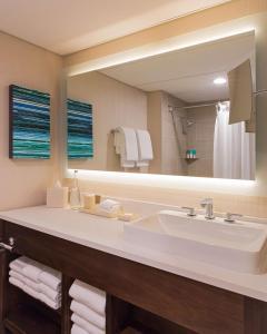 A bathroom at Hyatt Regency Austin