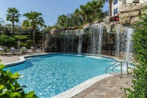The swimming pool at or close to Hyatt Regency Orlando