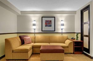A seating area at Hyatt Place Fort Lauderdale Cruise Port