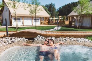 Het zwembad bij of vlak bij Glamping Olimia Adria village