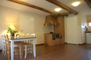 A kitchen or kitchenette at Karu Holiday Home