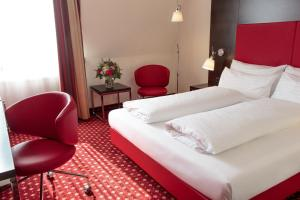 A bed or beds in a room at Best Western Plaza Hotel Wels