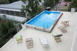 Вид на бассейн в Villa Park Victoria или окрестностях