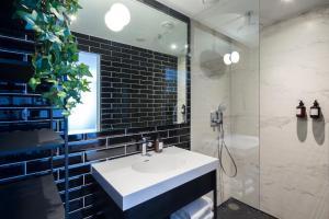 Salle de bains dans l'établissement The Highland House