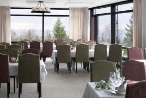 Un restaurante o sitio para comer en Soria Moria Hotell