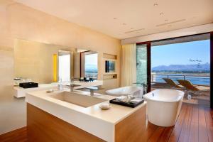 A bathroom at Nafplia Palace Hotel & Villas