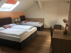A bed or beds in a room at Central Hotel Duisburg