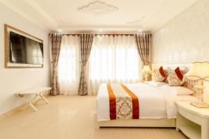 Кровать или кровати в номере Romeliess Hotel