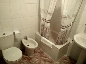 A bathroom at Hostal Mayo