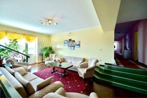 A seating area at Europa Hotel-Kutaisi