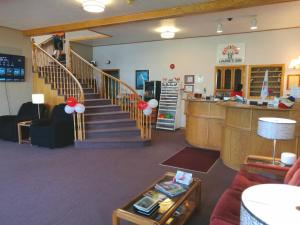 The lobby or reception area at Laurie's Motor Inn