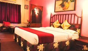 A bed or beds in a room at Hotel Maganji's