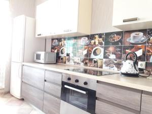 Кухня или мини-кухня в Апартаменты Гармония