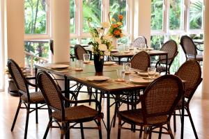 A restaurant or other place to eat at Baan Duangkaew Resort SHA Plus