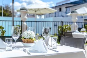 A restaurant or other place to eat at Regent of Rotorua Boutique Hotel