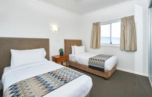A bed or beds in a room at Harbour View Apartments
