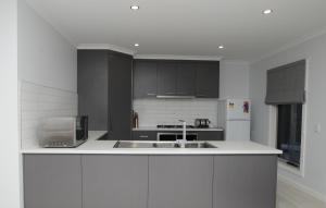A kitchen or kitchenette at Doze On Green