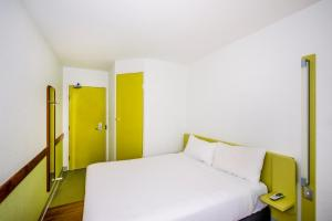 A bed or beds in a room at ibis Budget - Newcastle