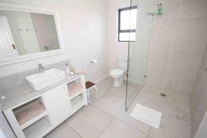 A bathroom at Fairlight Beach House