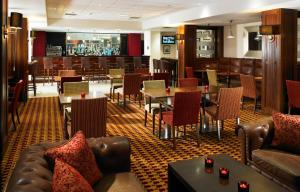 A restaurant or other place to eat at Aberdeen Marriott Hotel