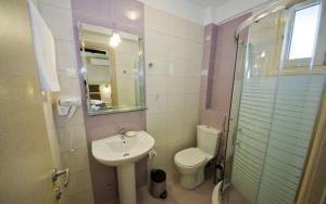 Ένα μπάνιο στο Gaia Studios & Apartments