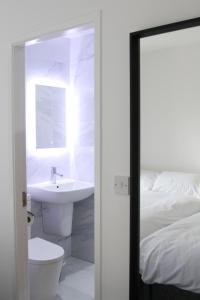 A bathroom at Mojitos Group Weekends Blackpool