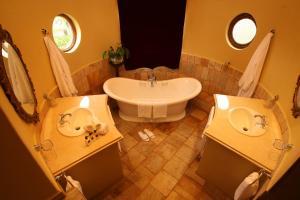 Um banheiro em Flycatcher Castle