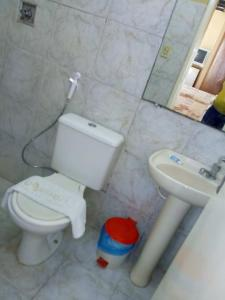 A bathroom at Aquarela Palace Hotel