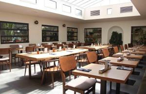 A restaurant or other place to eat at c-hotels Diplomat