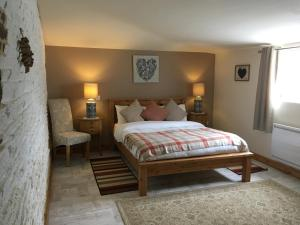 A bed or beds in a room at Le Bois Gautier