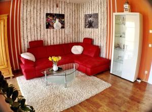 A seating area at Zentrumsnahe Ferienwohnung