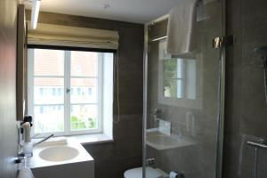 A bathroom at BA Hotel