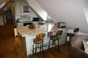 A kitchen or kitchenette at Thonock lane lodge